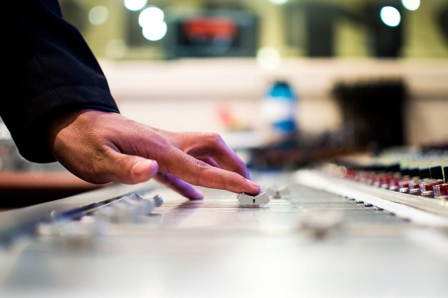 What Software Do Professional Recording Studios Use